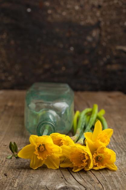 黄色い水仙の花束 Premium写真