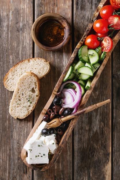 ギリシャ風サラダの材料 Premium写真