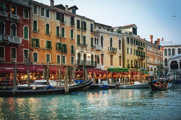 Красивая романтическая венеция Premium Фотографии