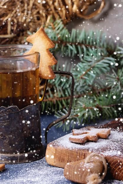 カップ用ショートブレッドクリスマスクッキー Premium写真