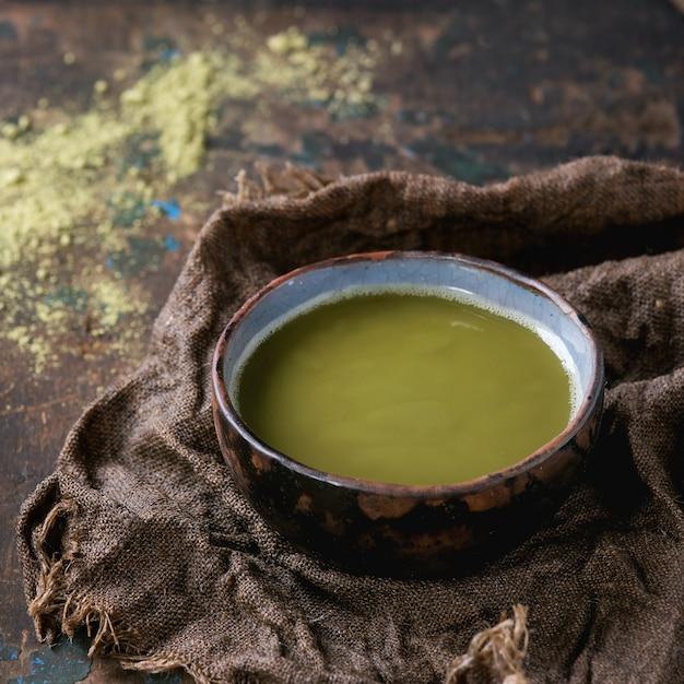 抹茶のカップ Premium写真