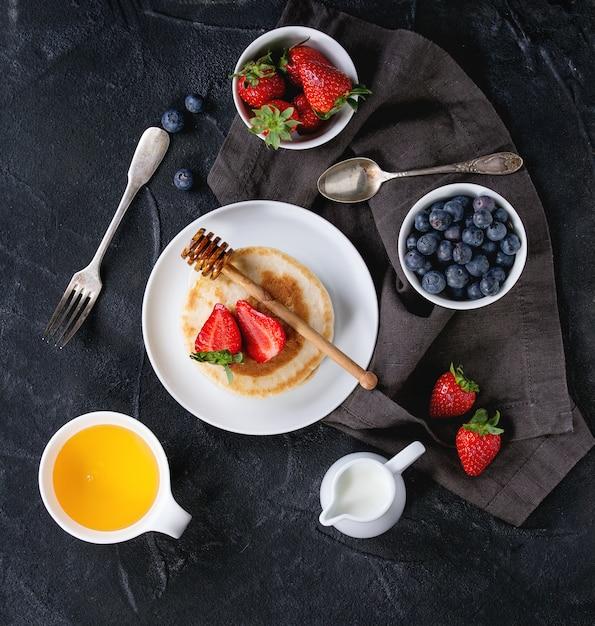 新鮮なベリーのパンケーキ Premium写真