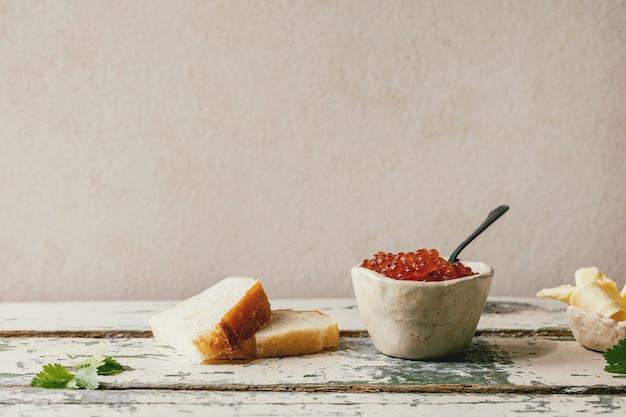 パンとバターとキャビア Premium写真