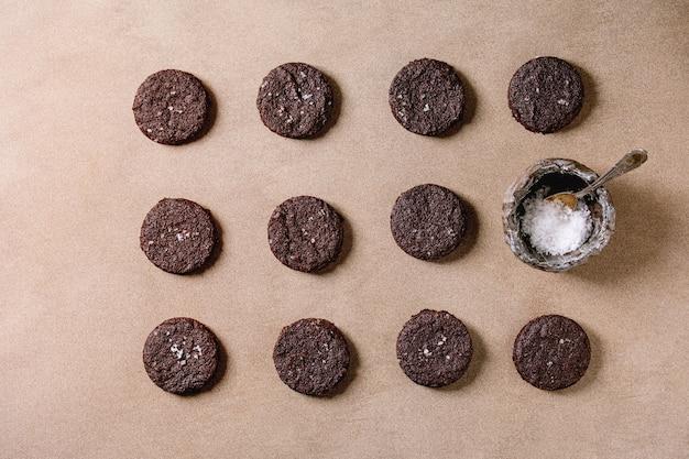Печенье с темным шоколадом Premium Фотографии