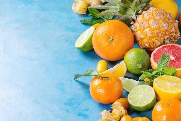 さまざまな柑橘系の果物 Premium写真