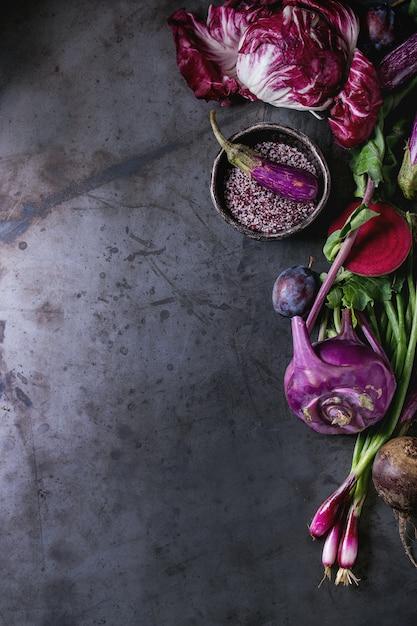 紫野菜の盛り合わせ Premium写真