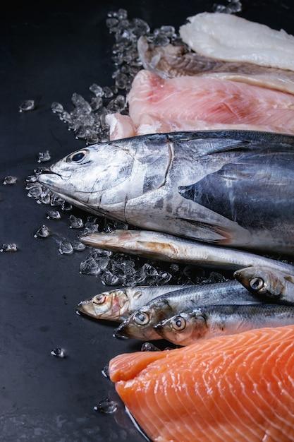 生の新鮮な魚の風刺 Premium写真
