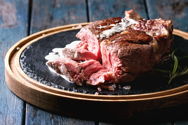 トマホークステーキのグリル Premium写真