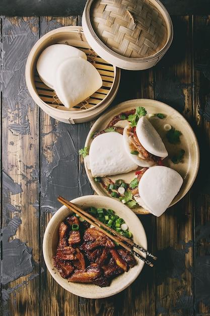 Гуа бао булочки со свининой Premium Фотографии