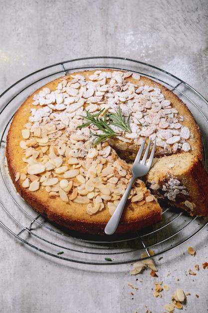 グルテンフリーアーモンドケーキ Premium写真