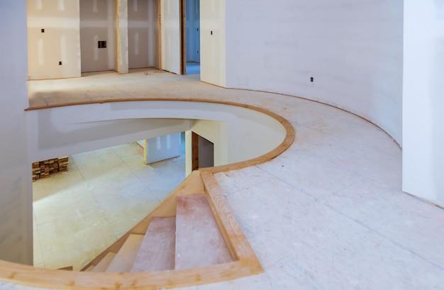 建設建築業界の新しい住宅建設インテリア乾式壁テープと仕上げの詳細 Premium写真