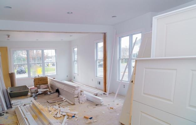 建設中、改造および改修のための材料 Premium写真