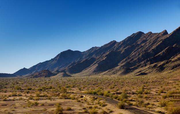 ニューメキシコ州の山の上の高速道路 Premium写真
