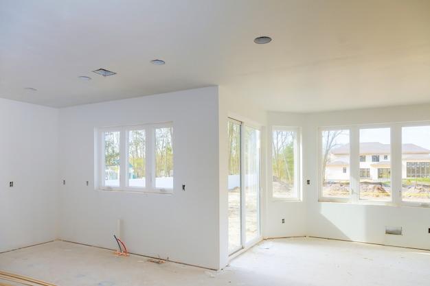 マンションの改装工事中の新しい家 Premium写真