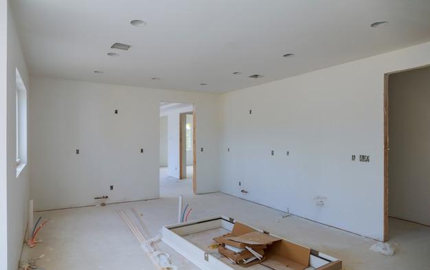 工事中、改造、改修、拡張、修復、および再建のプロセス。 Premium写真