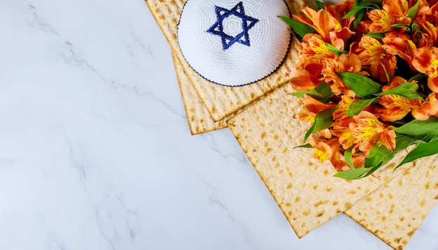 Праздник мацы на еврейском празднике с мацой Premium Фотографии