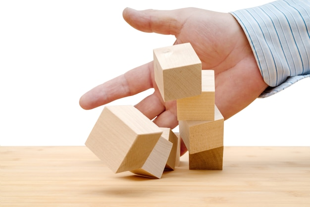 家の破壊。住宅、家の保険の損失。事故、自然災害。 Premium写真