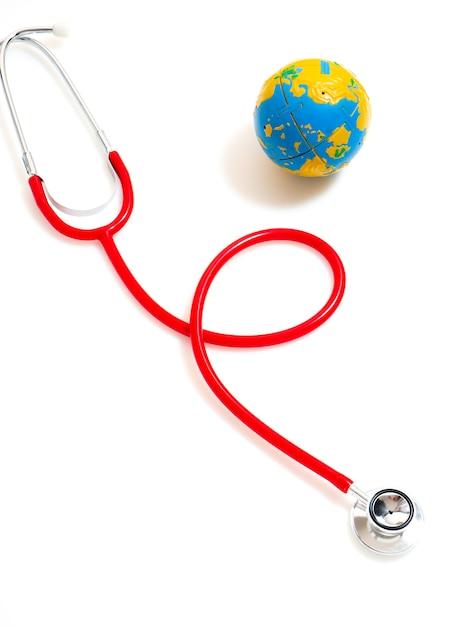 コンセプト世界健康デー、赤の聴診器 Premium写真