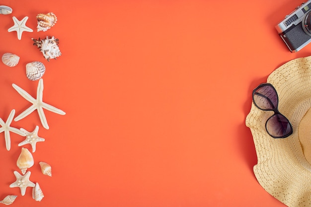 夏の休日休暇の概念オレンジ色の背景 Premium写真