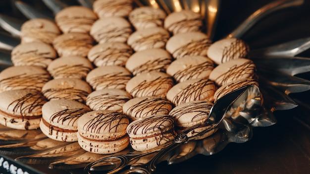 甘いフランスのマカロン Premium写真
