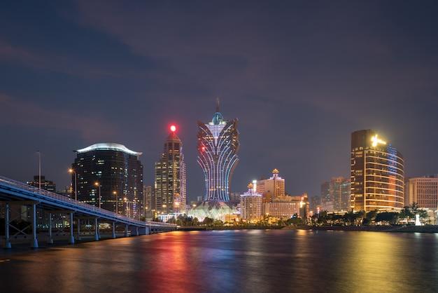 Изображение макао (макао), китай. здание небоскреба гостиницы и казино в центре города в макао (макао). Premium Фотографии