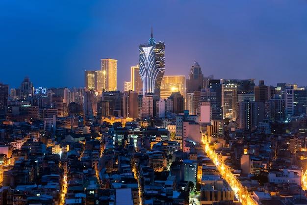 Здание небоскреба и казино в центре макао Premium Фотографии