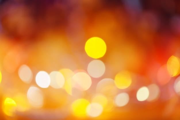 クリスマスライトオレンジ黄色と赤、ライトボケ抽象的な背景色とりどりのクリスマスを飾る新年 Premium写真
