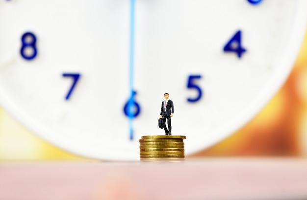 時計とお金による時間管理 Premium写真