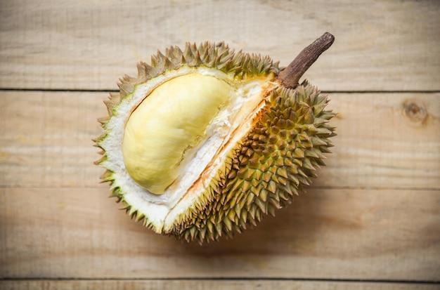 Свежая дурианская кожура тропических фруктов Premium Фотографии