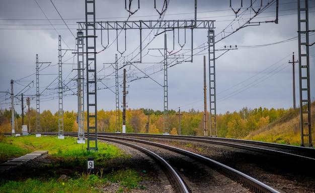 ロシアの鉄道レール枕木連絡先ネットワーク。 Premium写真