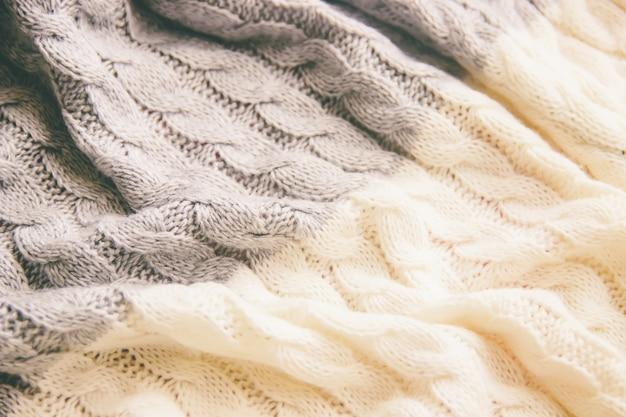 格子縞の毛布暖かいニットのクローズアップ。セレクティブフォーカス Premium写真