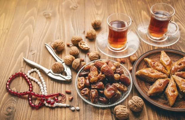 Поздравление днем, картинки с финиками рамадан