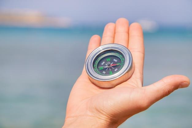 海岸のコンパス Premium写真