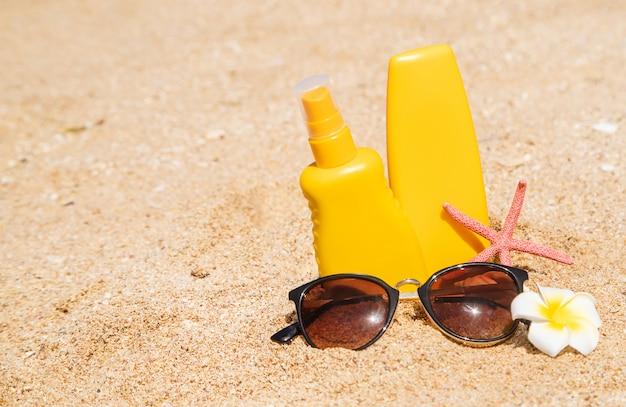 ビーチでの日焼け止め Premium写真