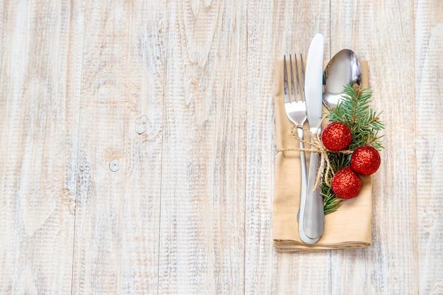 テーブルの設定でクリスマス組成 Premium写真