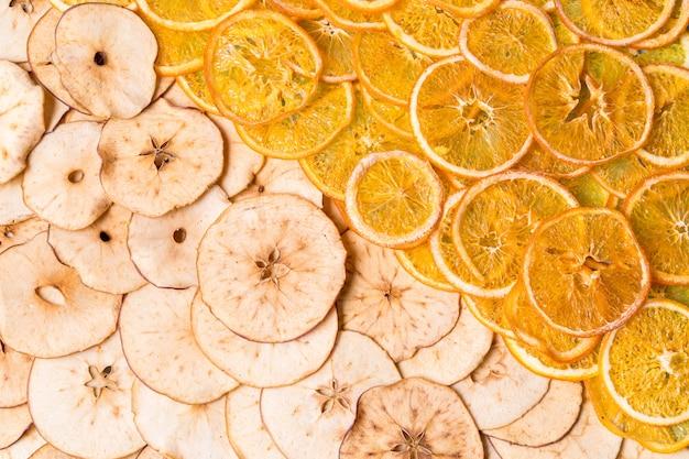 乾燥リンゴとオレンジフルーツチップ Premium写真