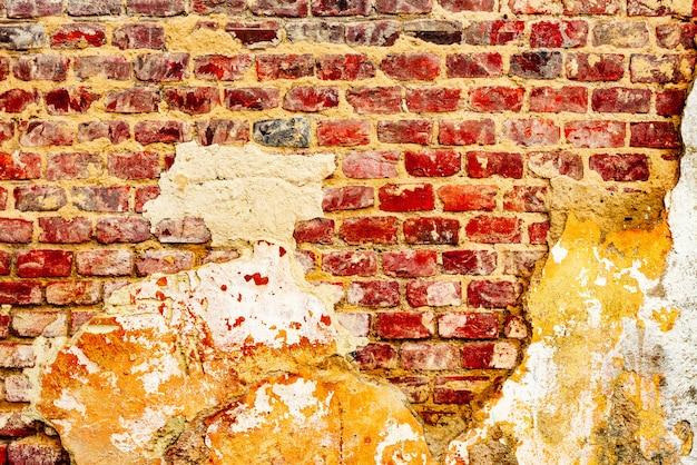 レンガの質感と傷と亀裂の背景 Premium写真