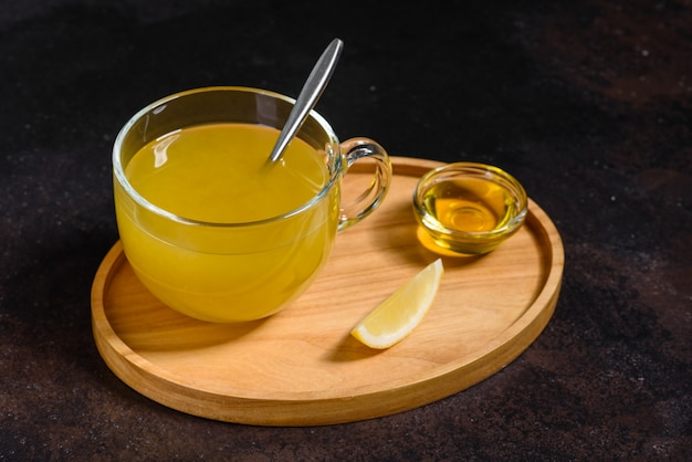海クロウメモドキの熱い冬のお茶 Premium写真
