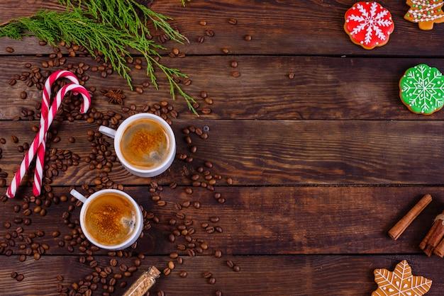 香り豊かなコーヒーでクリスマスの朝 Premium写真