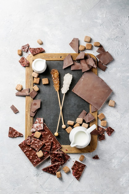 ブラウンシュガー入りダークチョコレート Premium写真