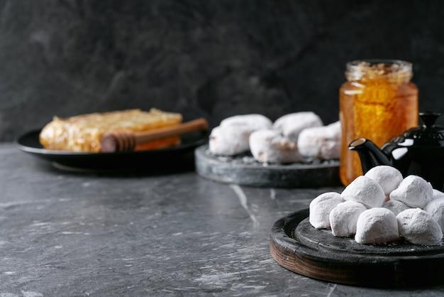 伝統的なギリシャのスイーツクッキー Premium写真