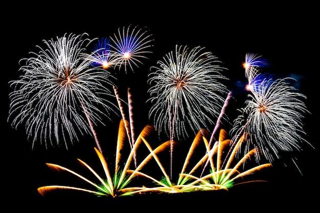 黒い空に美しい花火が表示されます 無料写真