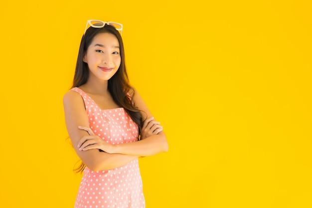 美しい若いアジア女性の肖像画笑顔幸せ 無料写真