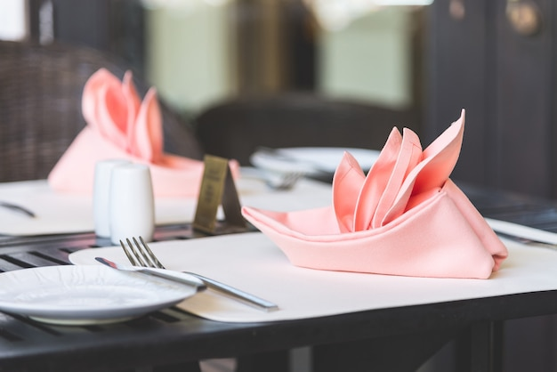 夕食のテーブルセット 無料写真