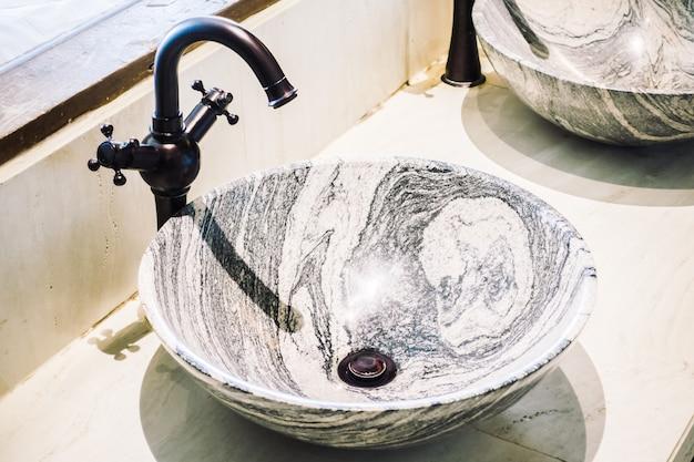 Смеситель для раковины в интерьере ванной комнаты Бесплатные Фотографии