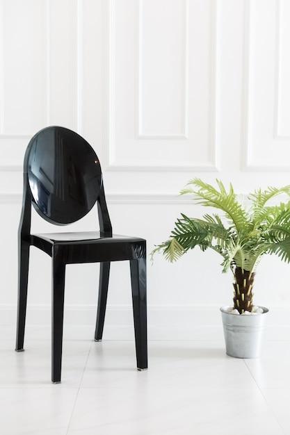 Пустой стул с вазой Бесплатные Фотографии