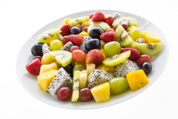 白いプレートのミックスフルーツ 無料写真