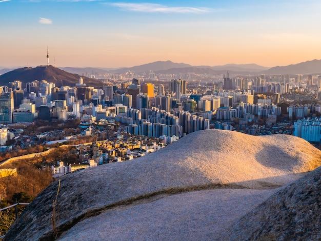 Красивая архитектура здания городской пейзаж в городе сеул Бесплатные Фотографии
