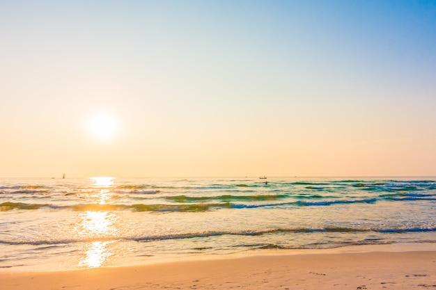ビーチの日の出 無料写真