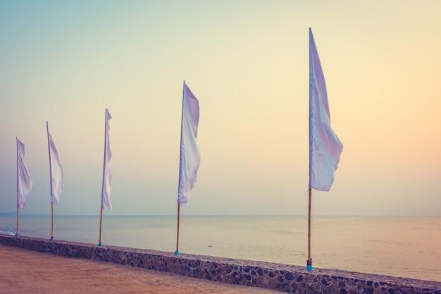 白い旗 無料写真